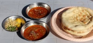 nalli-nihari-with-condiments