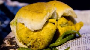 Bombay-street-food-Vada-Pav_640_360_80_s_c1
