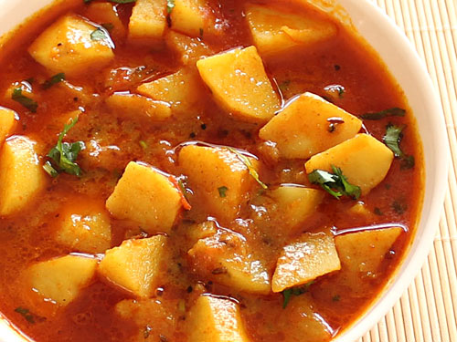 batata-nu-shaak-gujarati-style-potato-subzi