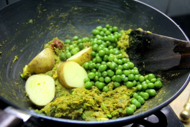 Spicy-Green-Peas-Curry-7