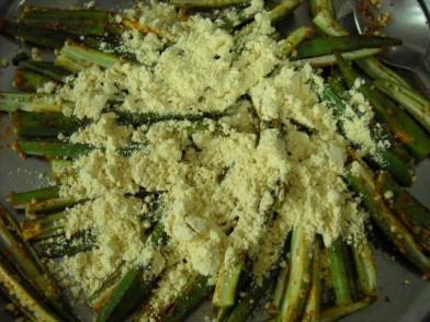 adding-besan-to-bhindi